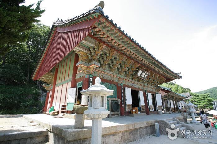 Beomeosa south korea temple for templestay
