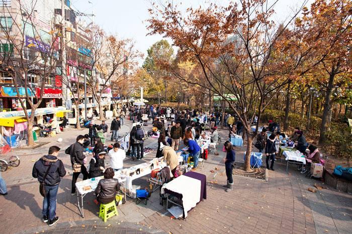 hongdae free art market