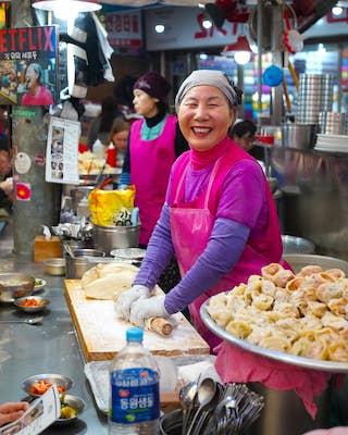 netflix korea street food cho yonsoon