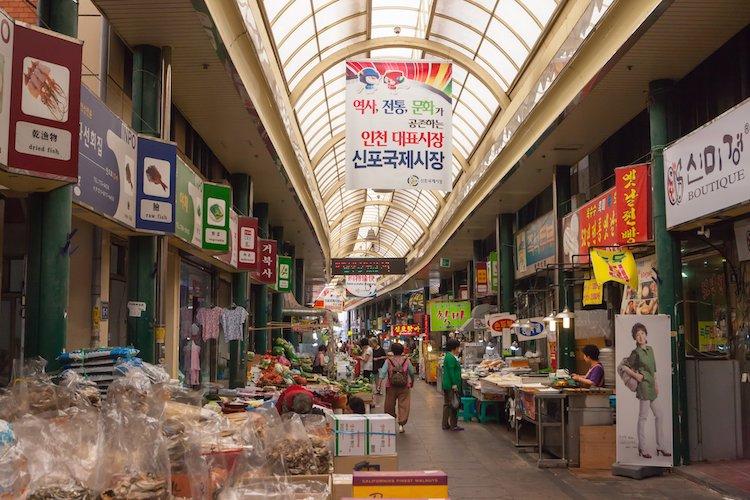 The Sinpo International Market (Image from Korea Tourism Organization Manila Office)