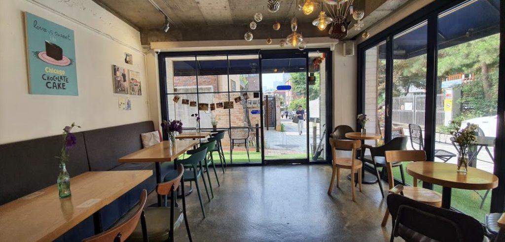 Jiyugaoka 8丁目 Korean cafe interiors