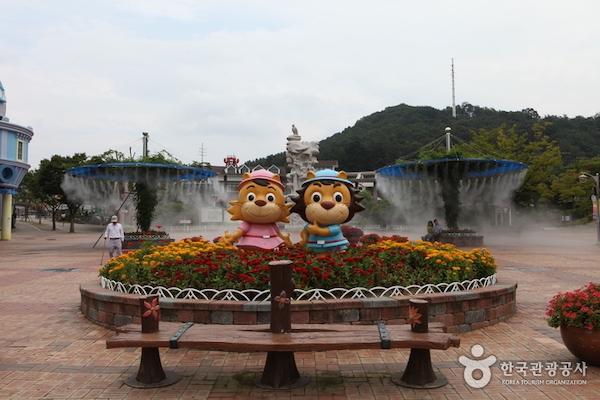 korea theme parks summer